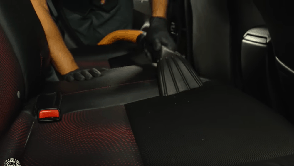 Vacuum cleaner and carpet cleaner