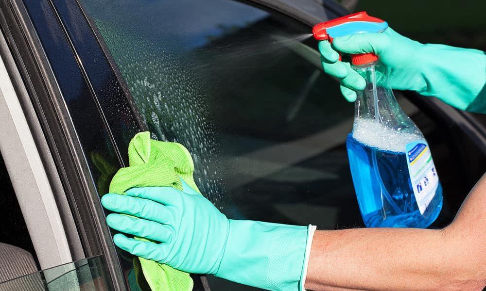 4 best ways to clean car windows smart motorist - Best way to clean windows ...