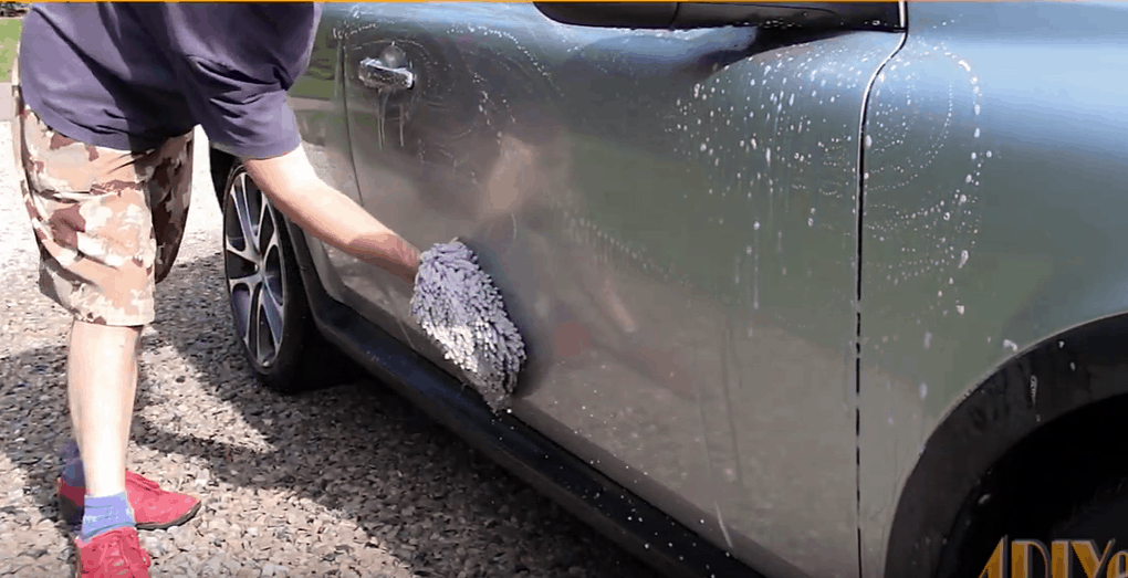 How to Remove Tree Sap From Car with Hot Water and Detergent