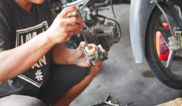 7 Easy Steps to Clean a Car Carburetor