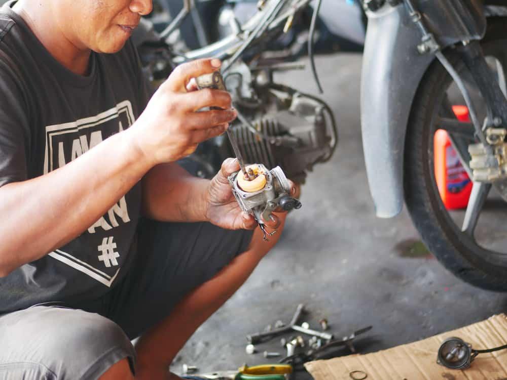Clean a Car Carburetor