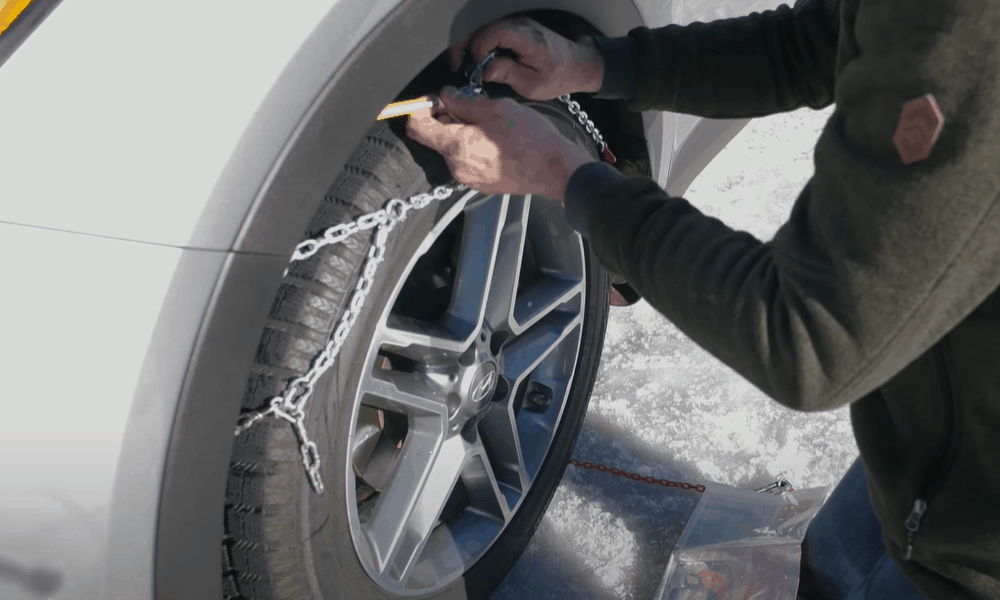 Cover the tire with the chains