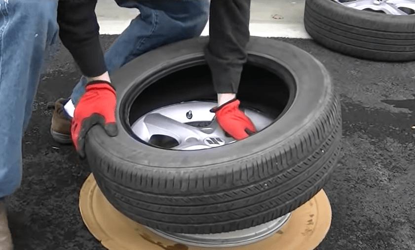 Lay the rim on flat ground