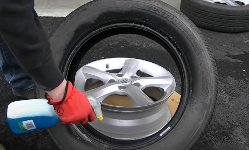 Lubricate the tire bead