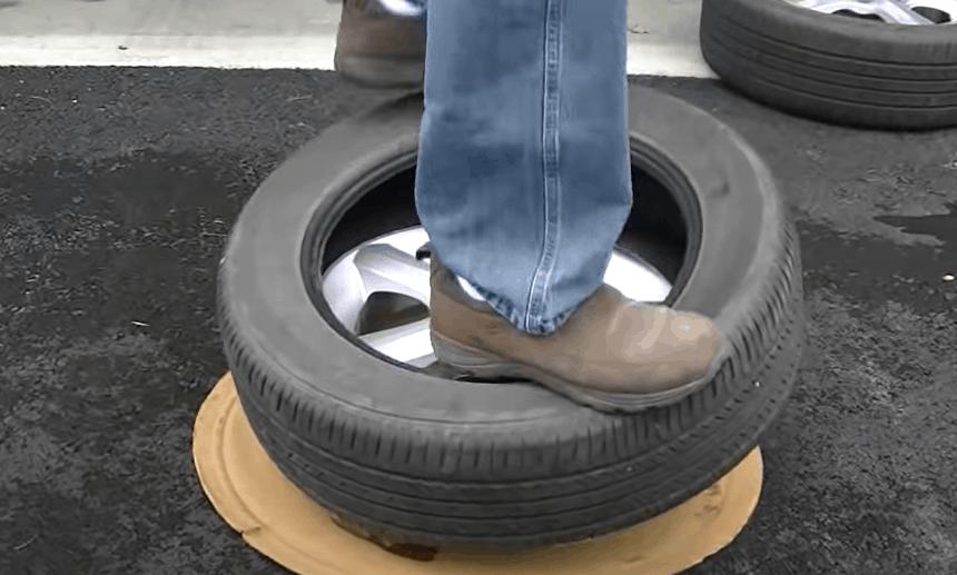 Press the bottom lip tire onto the rim