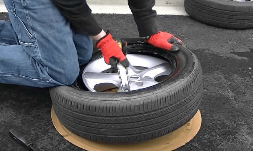 Press the upper lip of the tire onto the rim